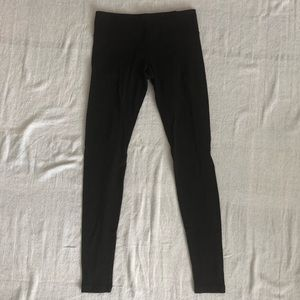 Black size 6 lululemon yoga pants